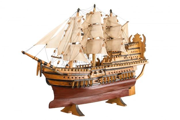 Altes modell der galeone auf weiß