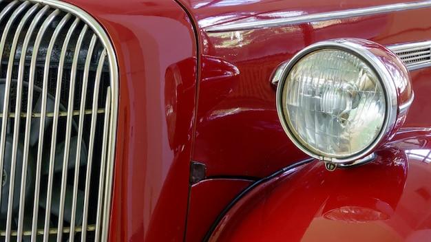 Altes retro- auto sind rot