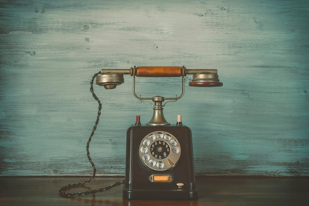 Altes schwarzes telefon