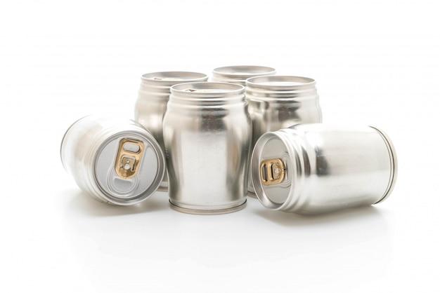 Aluminium kann auf weißem hintergrund