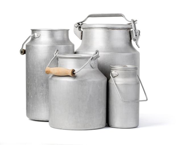 Aluminiummilchdose auf weiß