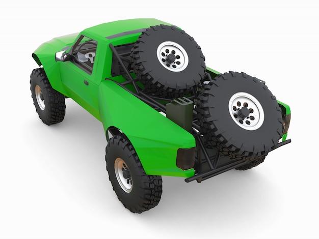 Am besten vorbereiteter grüner sport-race-truck für das wüstengelände