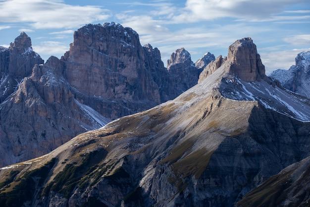 Am frühen morgen in den italienischen alpen