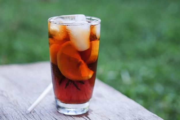 Americano eiskaffee zum trinken in der freizeit zu hause