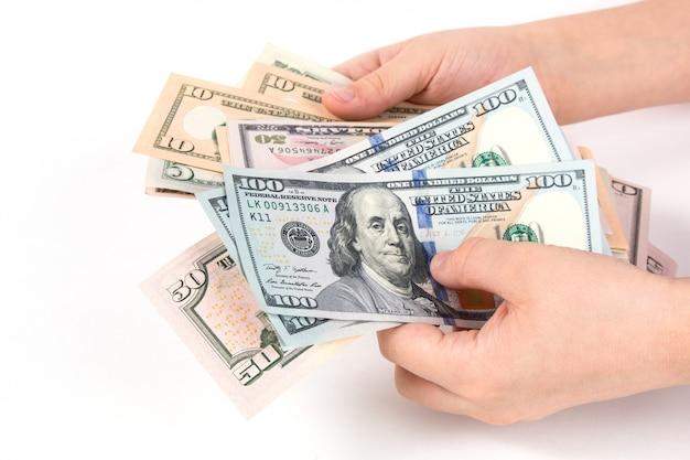 Amerikanische dollar in der hand getrennt
