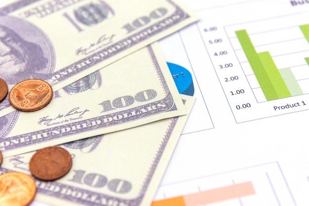 Amerikanische dollar mit diagramm auf weiß