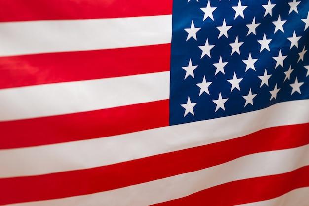 Amerikanische flagge als hintergrund. unscharfer hintergrund.