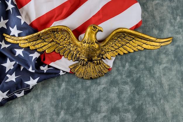Amerikanische flagge am unabhängigkeitstag des amerikanischen weißkopfseeadlers usa nationalfeiertage memorial day