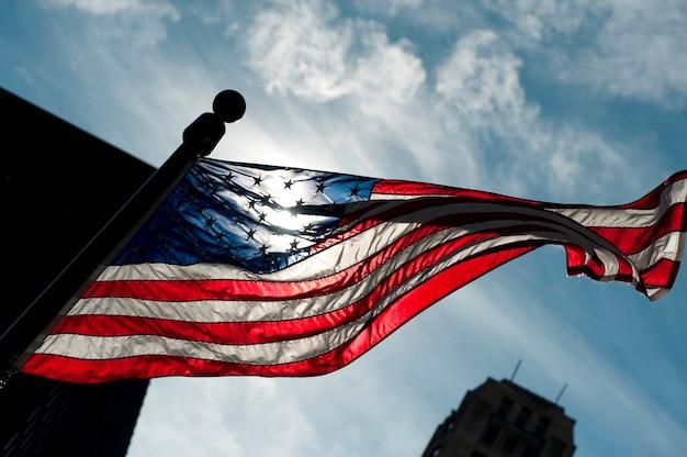 Amerikanische flagge auf der michigan avenue in chicago