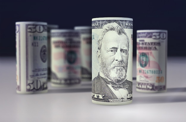 Amerikanischer 50-dollar-greenback rollte auf dem schwarzen