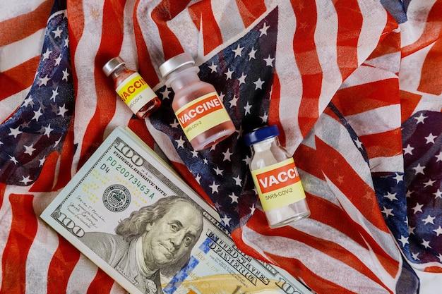 Amerikanischer impfstoff coronavirus sars-cov-2 covid-19 zur bekämpfung der coronavirus-pandemie mit der us-dollar-währung usa-flagge
