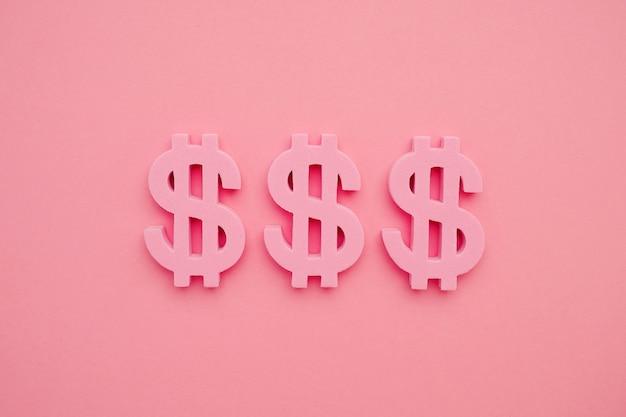 Amerikanisches dollarsymbol auf rosa hintergrund, minimales flatlay