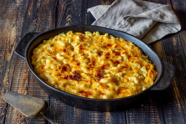 Amerikanisches gericht mac und käse.