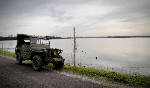 Amerikanisches militärjeepfahrzeug von wwii