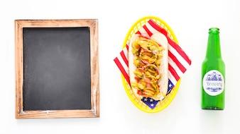 Amerikanisches Schnellimbisskonzept mit Hotdog
