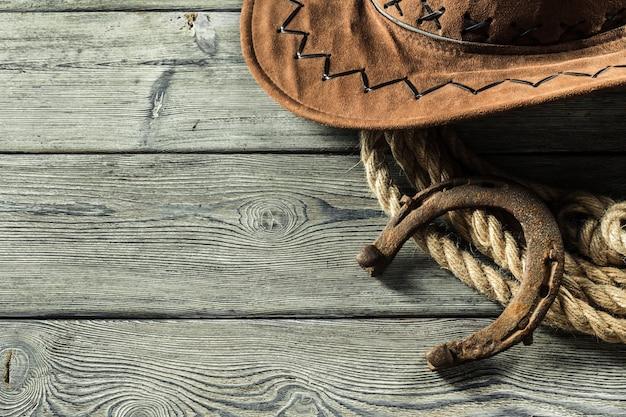 Amerikanisches weststillleben mit altem hufeisen