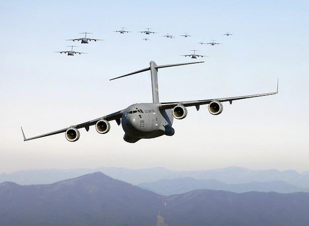 Amgriff transportflugzeug bomber militärischer