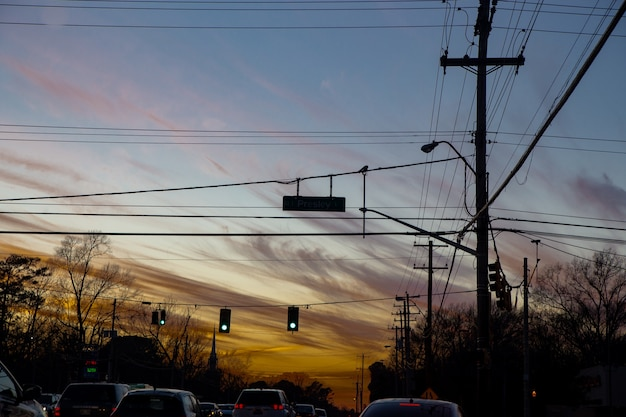Ampeln und himmel vor sonnenuntergang