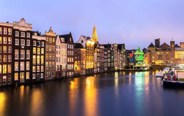 Amsterdam in der abenddämmerung