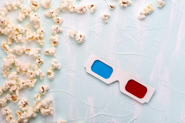 Anaglyphengläser und popcorn