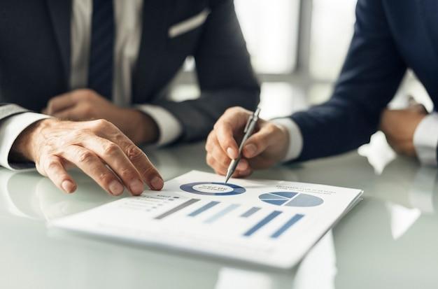 Analyse-brainstorming-geschäfts-arbeitsbericht-konzept