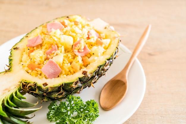 Ananas gebratener reis mit schinken