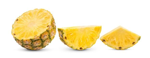 Ananas isoliert auf weißer oberfläche