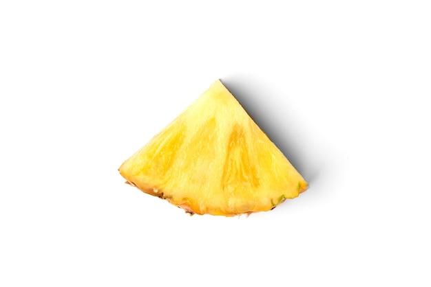Ananas lokalisiert auf weiß.