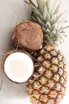 Ananas mit kokosnuss