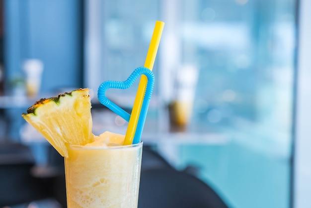 Ananas-smoothie in einem café '