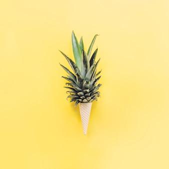 Ananasblätter im waffelkegel