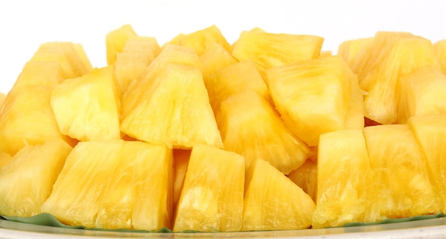 Ananasscheibenzusammensetzung über dem weißen hintergrund isoliert