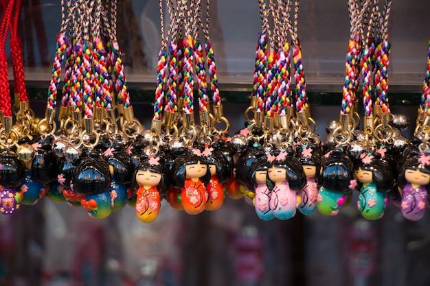 Andenken an asakusa-markt vor tempel, tokyo, japan.