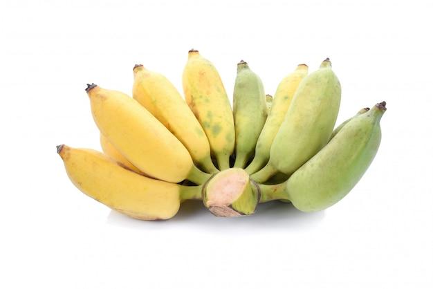 Angebaute banane lokalisiert auf weißem hintergrund