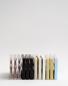 Angeordnete farbige kassetten mit exemplarplatz