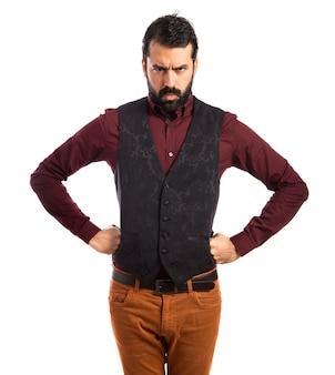 Angry man trägt weste