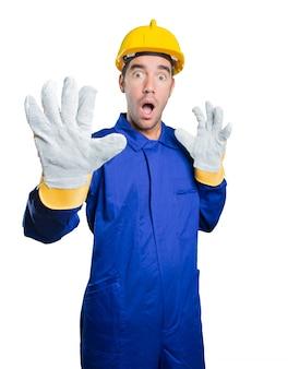 Angst arbeiter auf weißem hintergrund