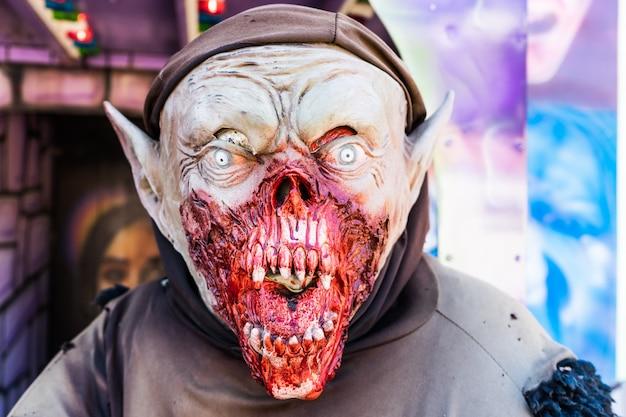 Angst und halloween-thema: halloween horror dämonenmaske