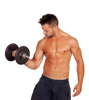 Anhebende gewichte des muskulösen kerls lokalisiert auf weißem hintergrund