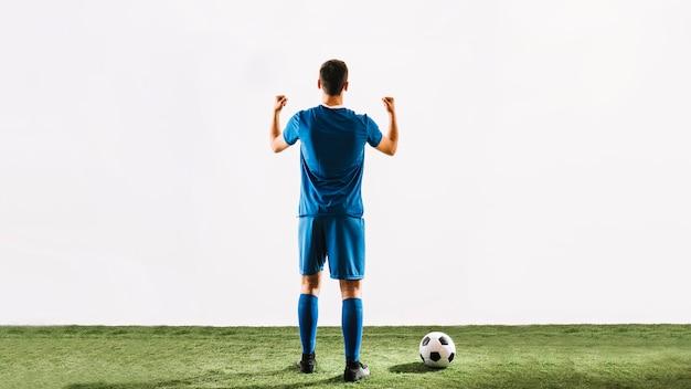 Anonymer athlet, der über sieg sich freut