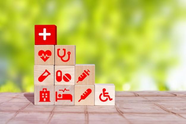 Anordnen von holzblockstapeln mit icon healthcare medical