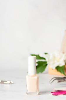 Anordnung der nagelpflegeelemente mit kopierraum