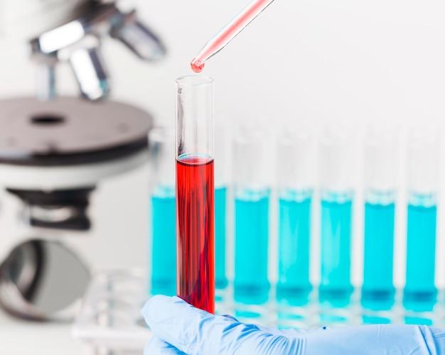 Anordnung der wissenschaftlichen elemente im labor