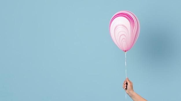 Anordnung des abstrakten festlichen ballons mit kopienraum