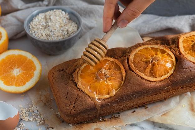 Anordnung des gesunden rezepts mit orangen
