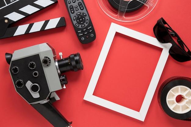 Anordnung für filmelemente auf rotem hintergrund