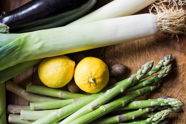 Anordnung für frisches grünes gemüse