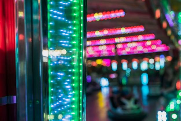 Anordnung mit bunten lichtern am karneval
