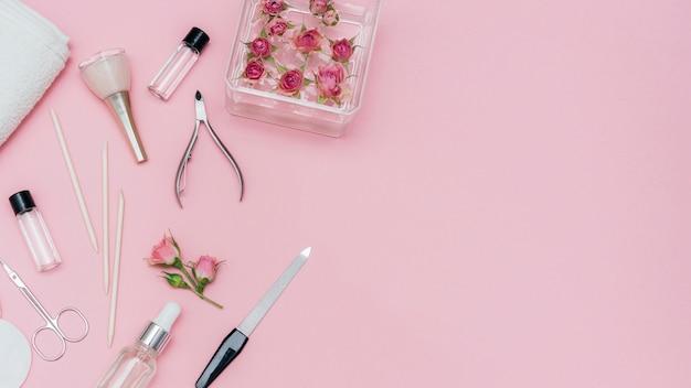 Anordnung von nagelpflegezubehör für den salon