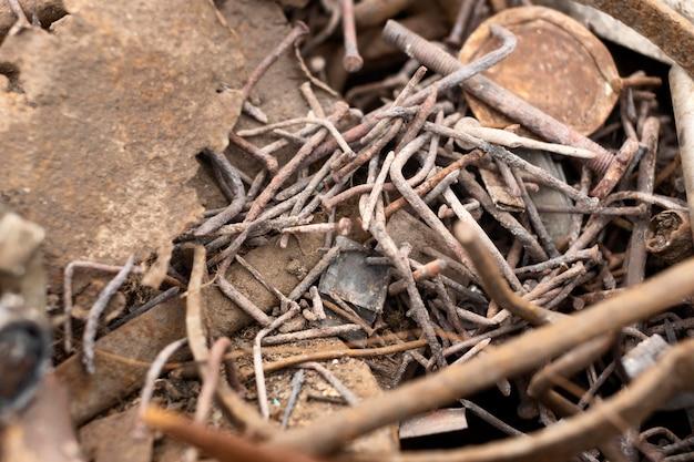 Anordnung von schmutzigen gedumpten gegenständen